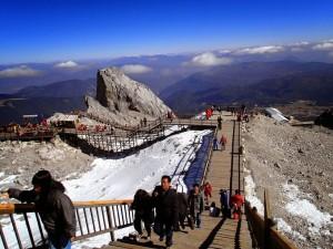 玉龍雪山ロープウエイからの階段